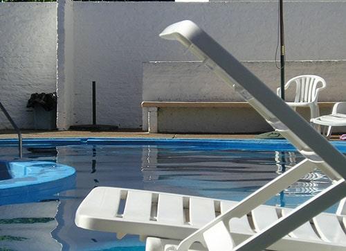 การลดความชื้นของสระว่ายน้ำในบ้าน